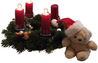 Teddy am Adventskranz